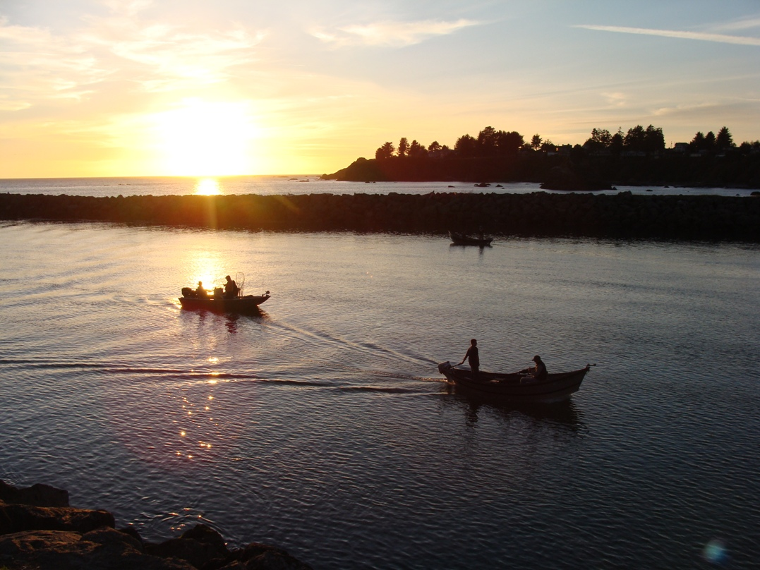 Photo of fishing boats at the mouth of the Chetco River